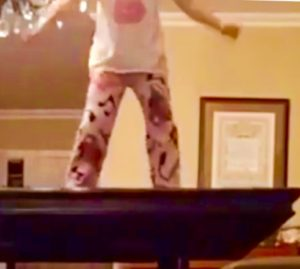 GRACE DANCING TABLE